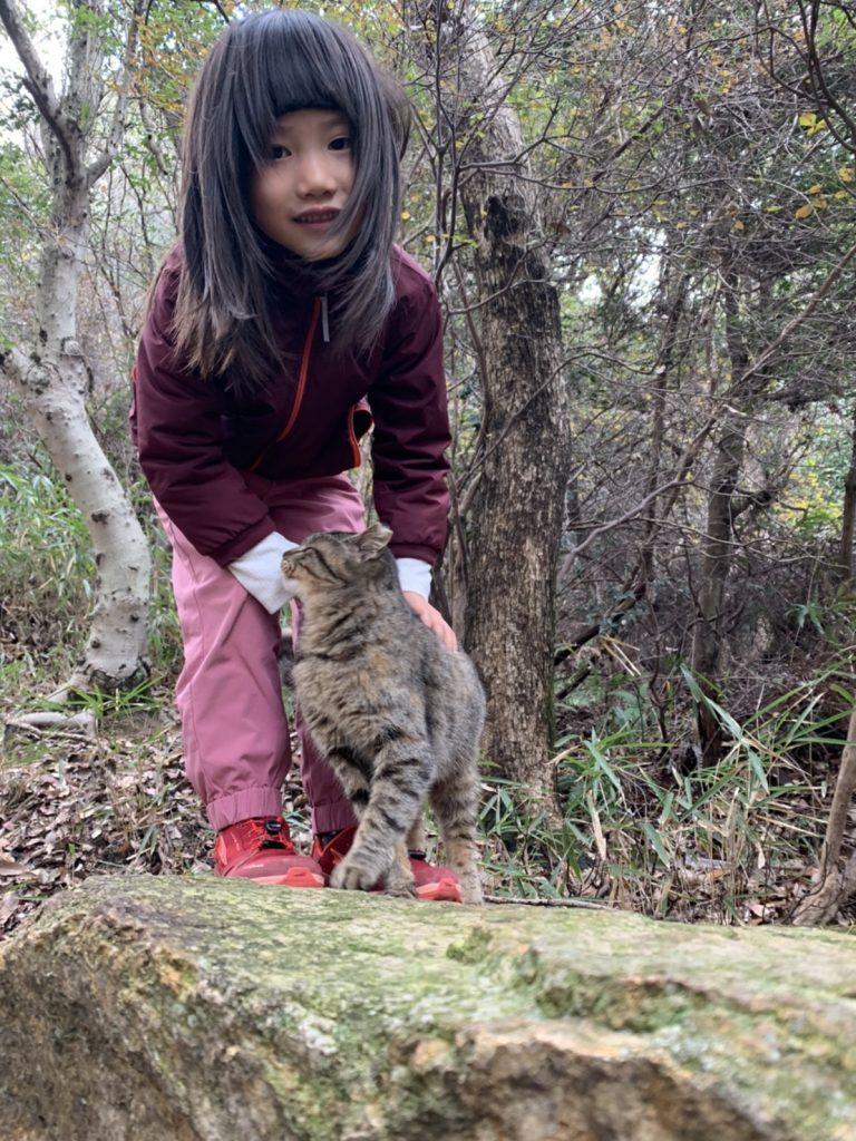 キッズローンピークと女の子と猫