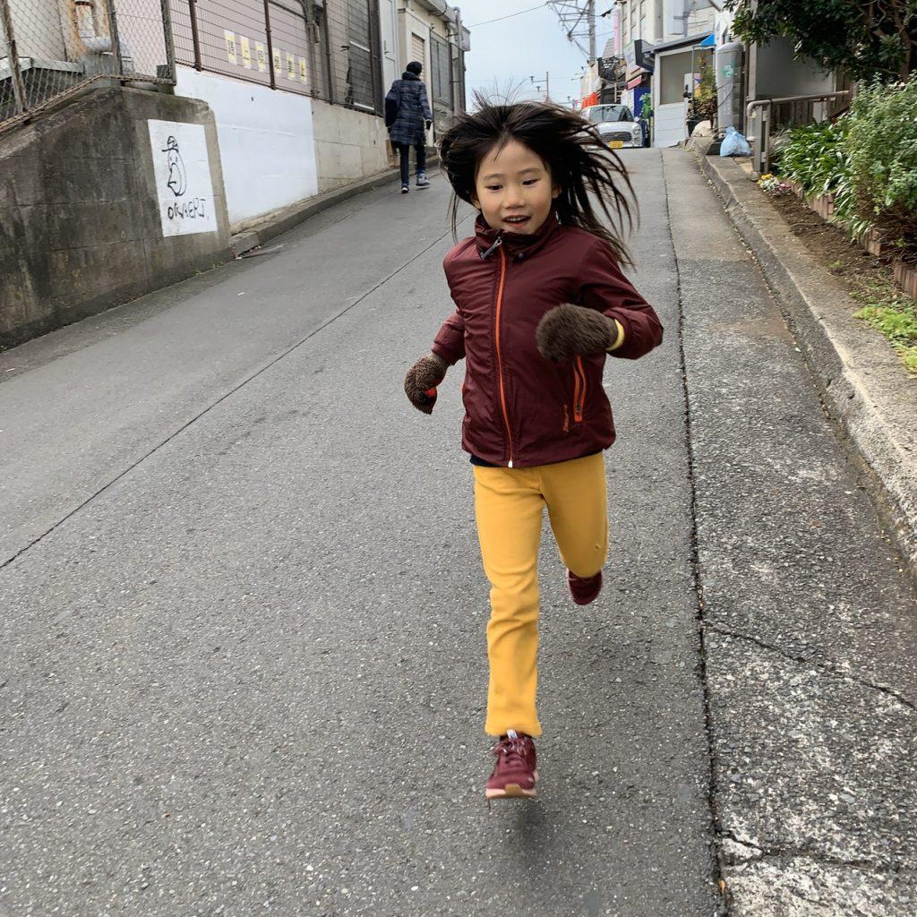 子供にとって健康的な足をつくるためのシューズとは?