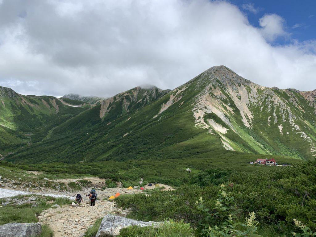 三俣山荘ごしの鷲羽岳